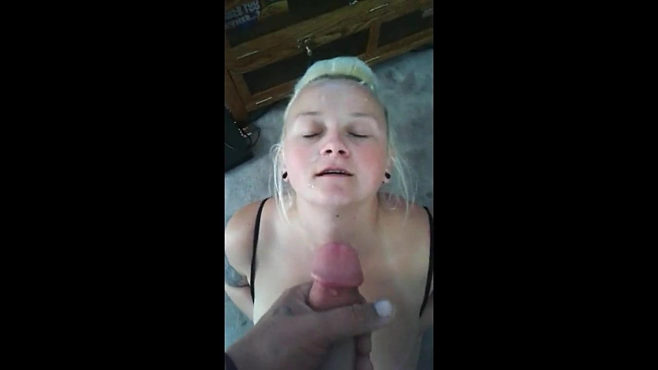 Hottie fucks a cucumber